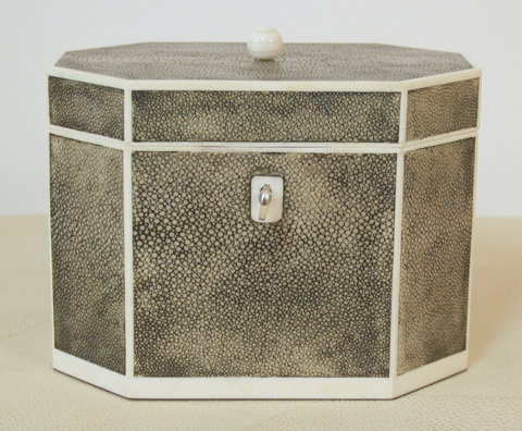 H8-01_octagonal_jewellery_box_in_shagreen_and_bone_1_main