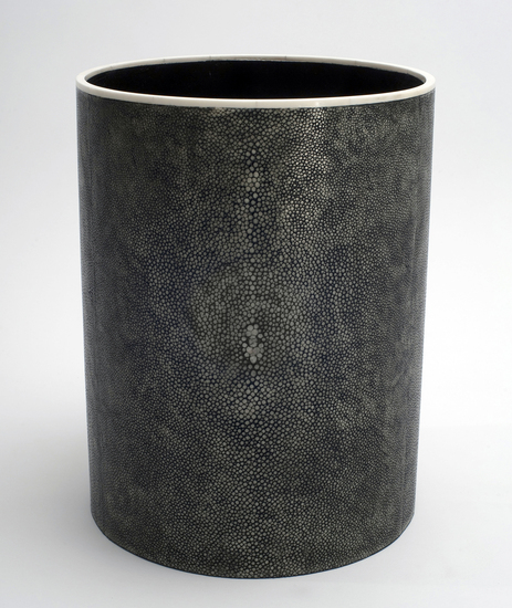L2-01_circular_waste_paper_basket_in_shagreen_and_bone_1_main