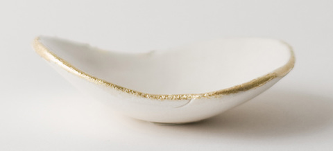 Tiny_gold_lip_dish_main