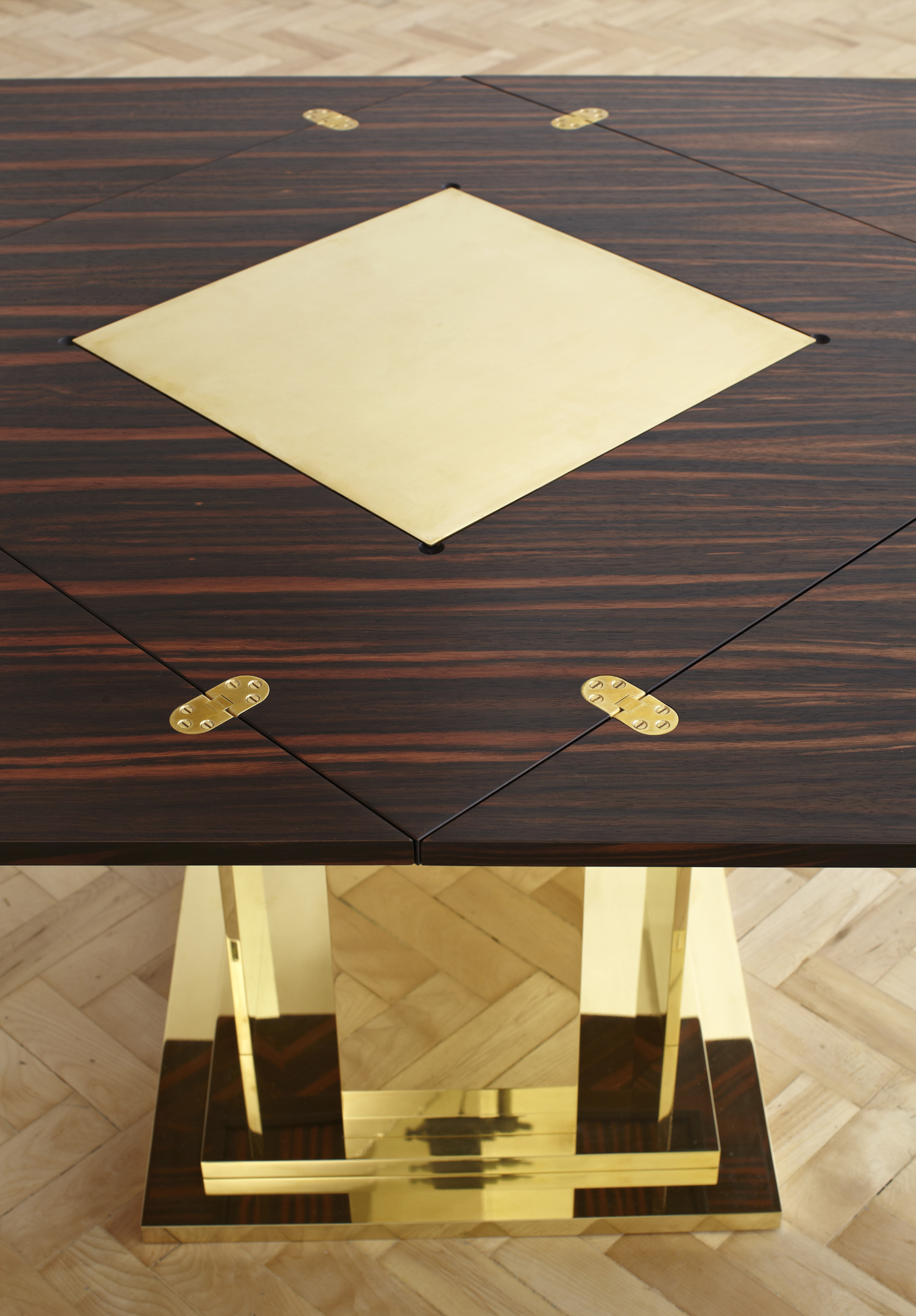 Bespoke Global Product Detail Chess Table Courtesy